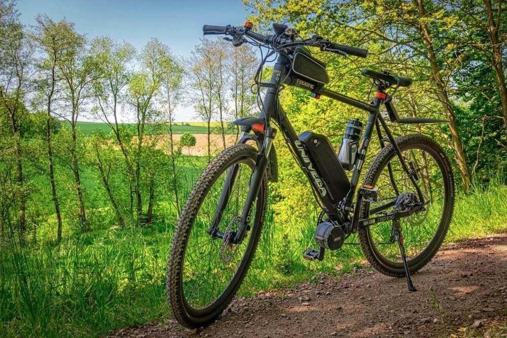 bicicletta elettrica in collina